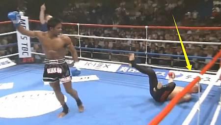 日本裁判故意偏袒?結果拳王播求怒了!將日本選手5次擊倒一拳打飛了.jpg