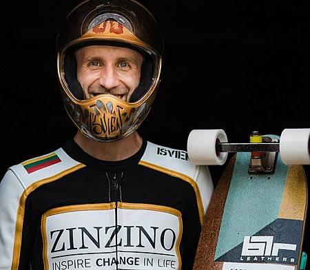 職業速降滑板手及街頭滑板代表的傳奇人物拉斯.jpg