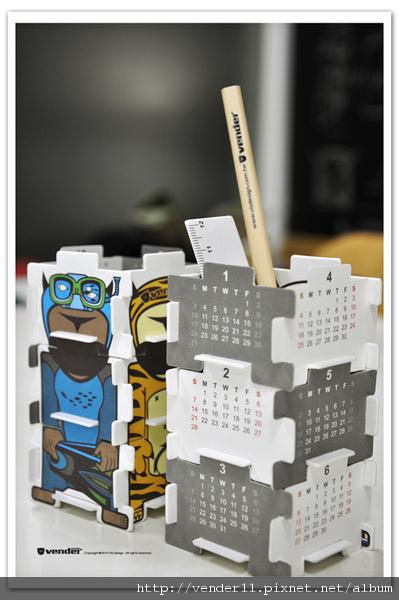 2010.月曆vs.販頭公仔 拼圖筆筒-3
