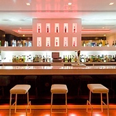 Luxury-Lounge-Interior-with-Beautiful-Lighting-Installation-4