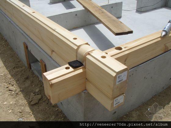 基础,墙角位置,木质土台构件的,搭接特写。