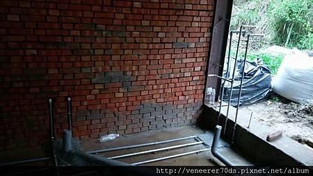磚牆 與 鋼骨 (1)