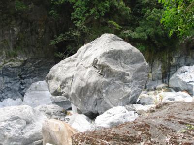 15 去程-大理石巨岩.jpg