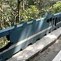 路邊圍欄也做成火車廂的造型