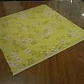 桌上還有客家染布做裝飾