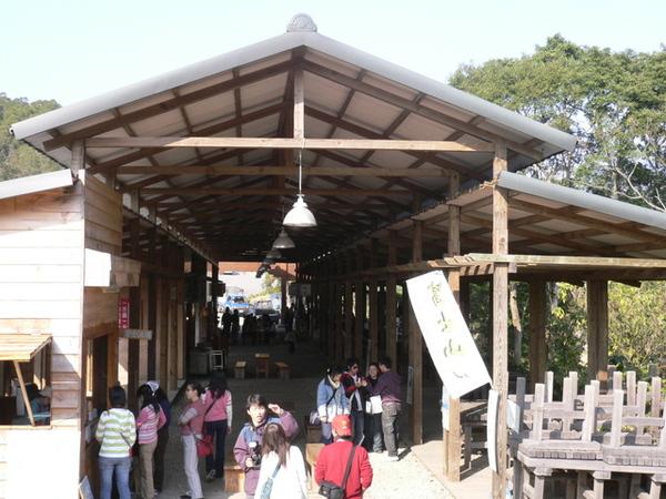 龍騰斷橋旁的小吃街
