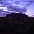日出前的Uluru