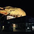 搭夜車途中停在不知名小鎮看到的龍蝦裝飾