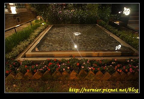 廣場外小水池