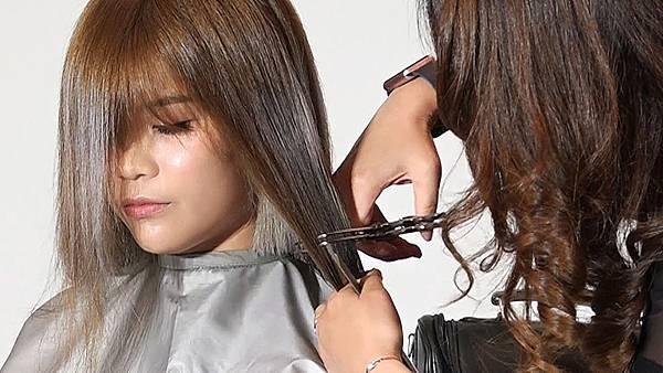 想要剪短這個長度最百搭|肩上短髮-外翹微捲好美好仙-韋恩髮型 54 https:%2F%2Fyoutu.be%2FDFbyULGOts4