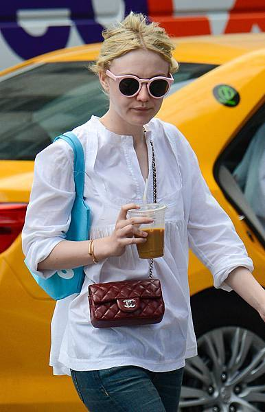 50-Celebrities-Carrying-Chanel-BaGS-7.jpg