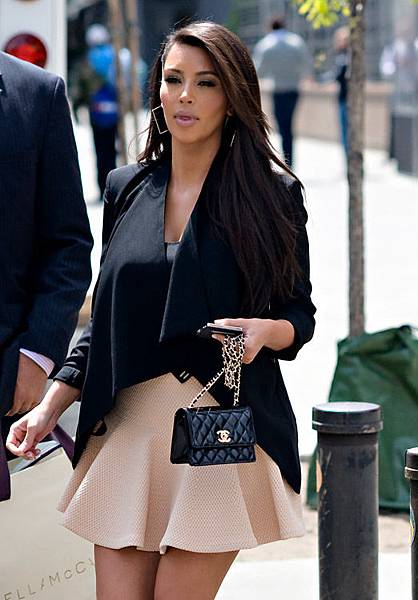 Celebrities-and-Their-Chanel-Bags-26.jpg