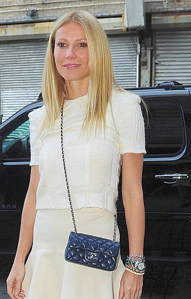 Celebrities-and-Their-Chanel-Bags-32.jpg