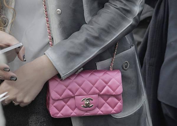 56865220b176 Chanel square mini coco A35200 生產禮物開箱文vs mini coco flap bag ...
