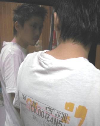 這 T 恤是 cK 的啦...jpg