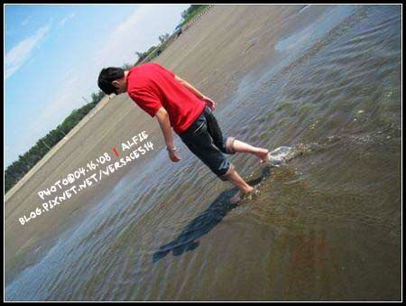 玩水中!.jpg