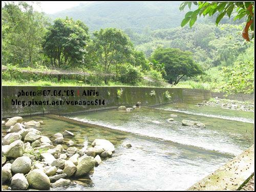 小溪2.jpg