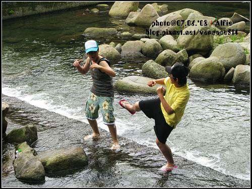 水中格鬥.jpg