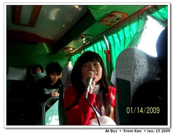 Lily在唱歌