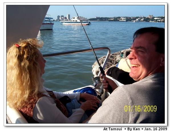 Ken硬要在船上釣魚
