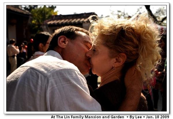 深情的吻,看的我都害羞了