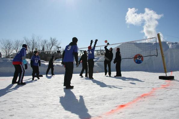 雪地打排球
