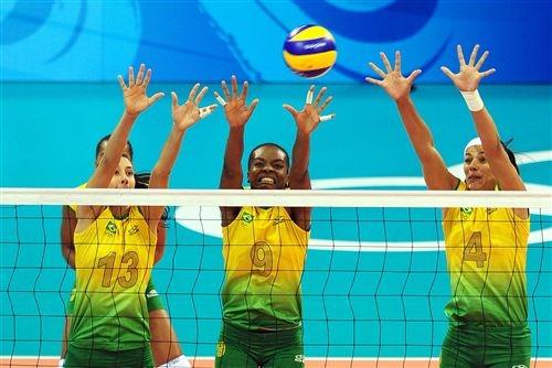 巴西3人攔網.jpg