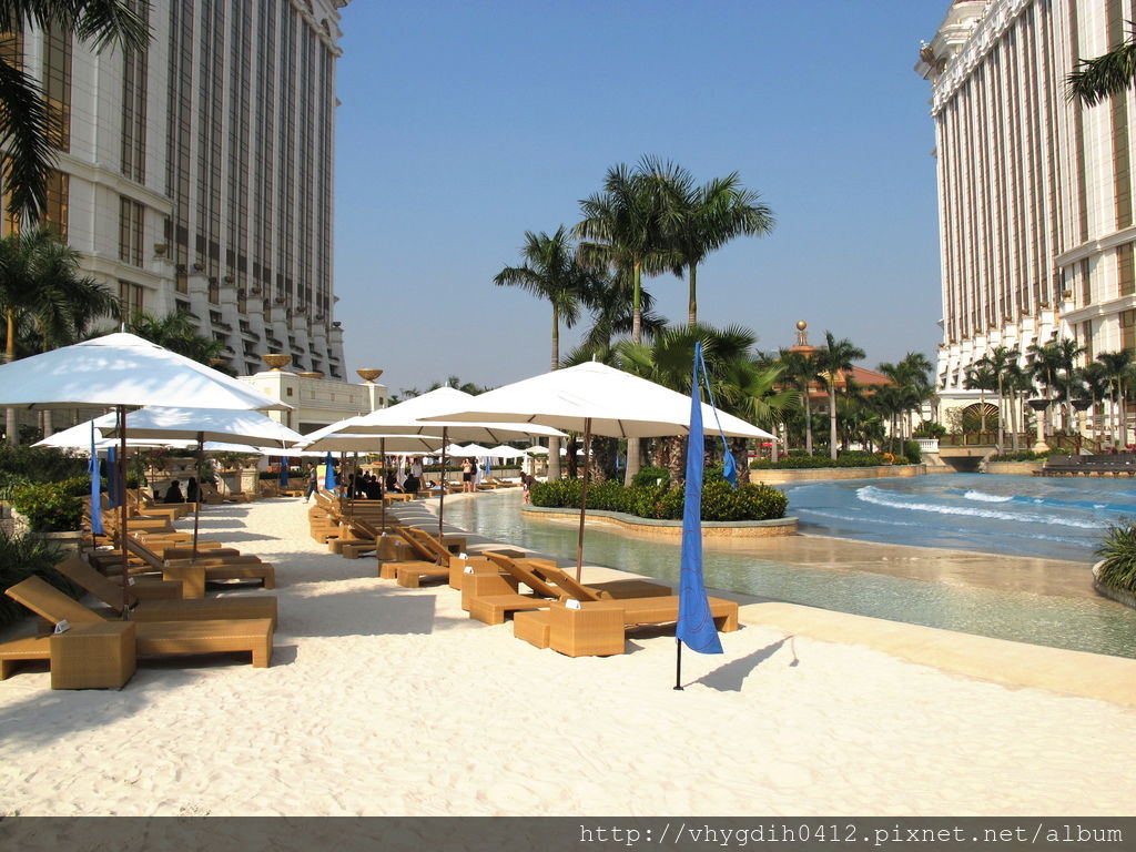 Galaxy_Macau_Grand_Resort_Deck_View1_2011.jpg