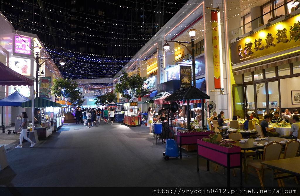 Broadway_Macau_The_Broadway_Food_Street_Night_view_201606.jpg