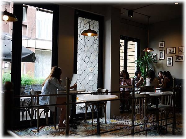 0922agnes b cafe015