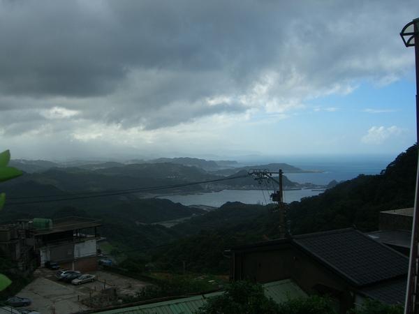 這天到九份天氣不佳,但仍可看見遠方的雲層