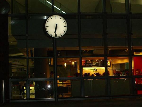 高鐵新竹站時間鐘
