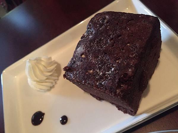 頸鹿先生-輕巧克力蛋糕