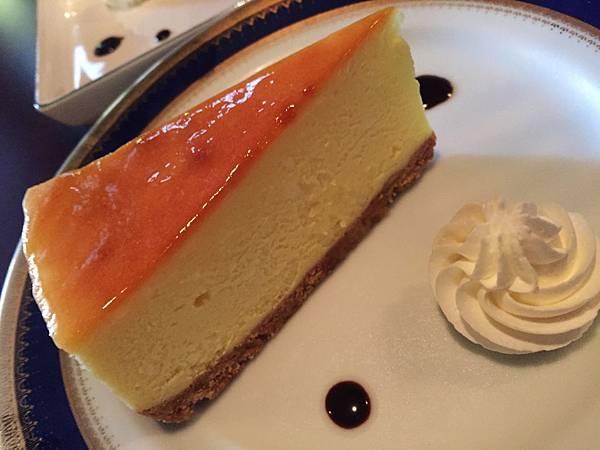 頸鹿先生-輕乳酪蛋糕