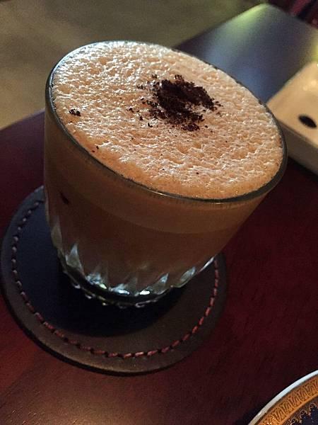 頸鹿先生-雪克咖啡
