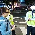好大的膽子! 竟敢把警察抓來當路人問!