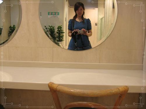 """又對鏡子自拍啦^^"""""""
