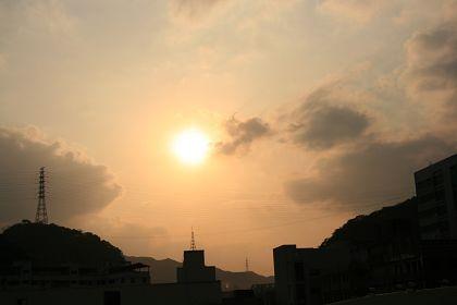 屋頂粉冷~撐不到太陽下山