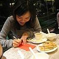 施小娟代表寫紅包袋