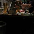 隔壁桌超大杯啤酒