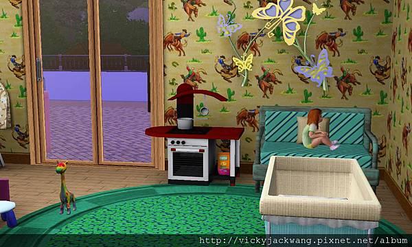 三樓小孩房,經安全落地窗,才可到陽台玩耍