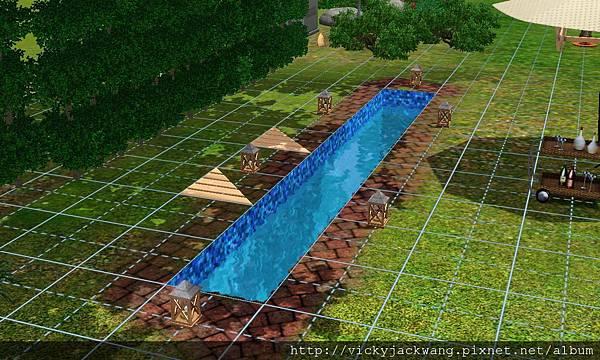 泳池旁的一個造景-