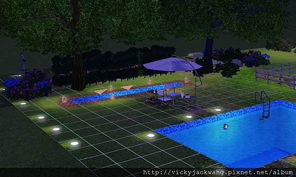 泳池與水造景在夜晚格外美