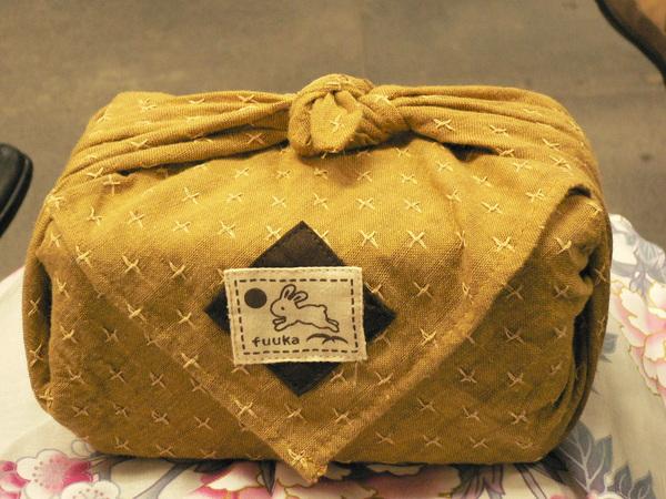 可愛的便當盒綁著敷巾