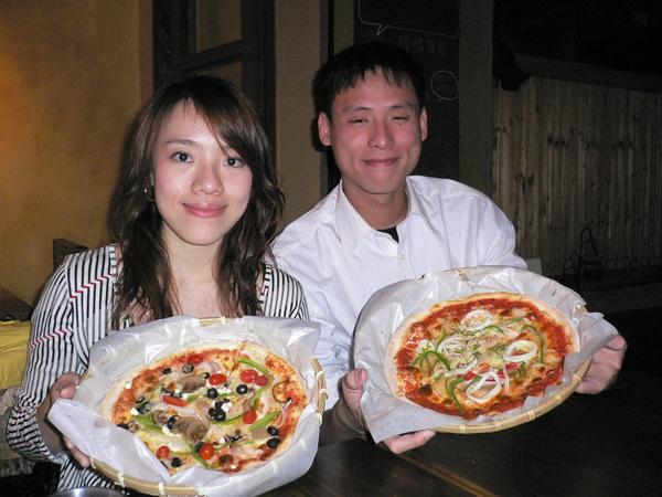江美姿與江哥哥與他們的披薩