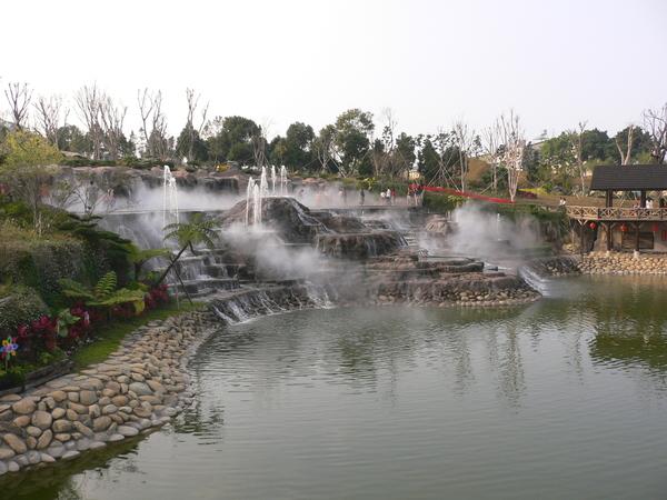 莊園內的瀑布