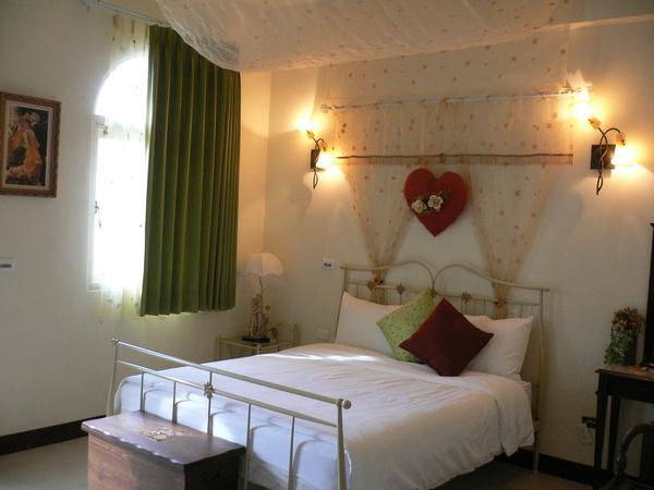 第一天的民宿~42度彩虹的妮可浪漫房