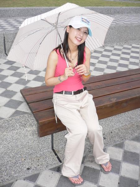我不是在遮陽 我在遮雨