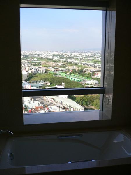 浴缸旁邊的view