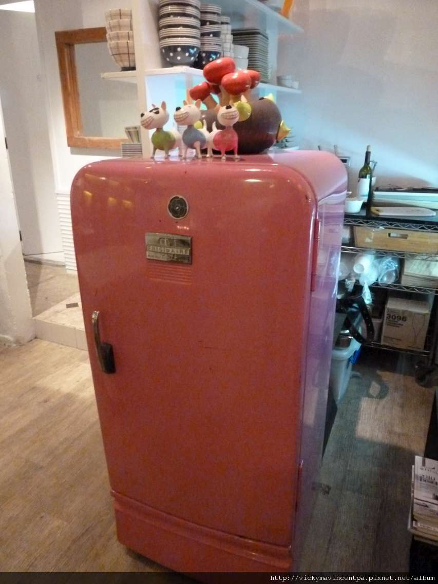 好可愛的粉紅色冰箱 (寵社有在賣 XD)